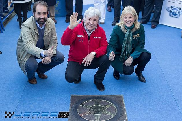 Ángel Nieto inaugura el Paseo de la Fama del Motociclismo en Jerez