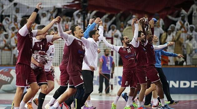 Capote y Saric conducen a Qatar a los cuartos de final