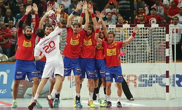 España fraguó su victoria sobre una gran defensa / AFP