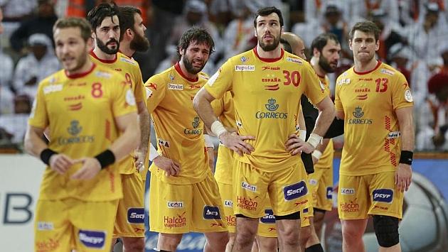 Los jugadores españoles, tristes tras el pitido final / AFP