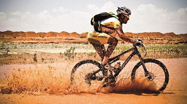 Óscar Pereiro en la edición de 2011 de la Titan Desert.