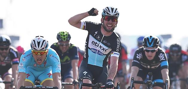 Mark Cavendish celebra su triunfo en Dubái. / Etixx - Quick-Step - Tim-De-Waele