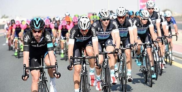 David López (i), en la segunda etapa del Dubái Tour. / SkyTeam