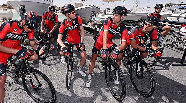 El equipo BMC en Qatar con Gilbert en el centro. FOTO: Prensa BMC Racing Team