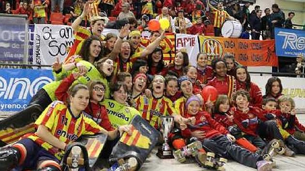El Manlleu celebra su triunfo en la final. Foto: FEP