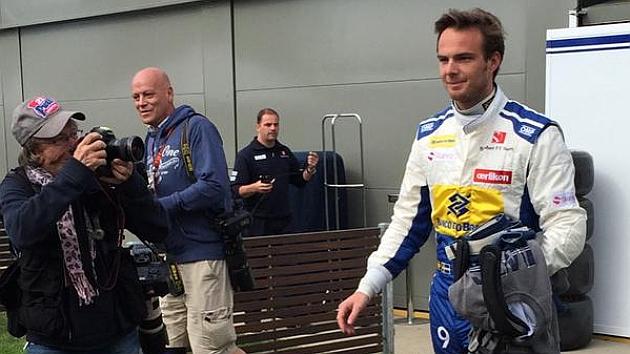 Van der Garde, con el mono de Sauber cogido a Ericsson.