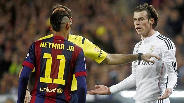 Bale protesta una jugada / Foto: Francesc Adelantado (MARCA)