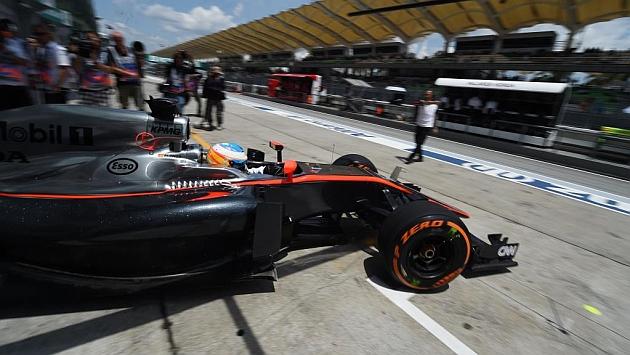 McLaren manda al box a Alonso