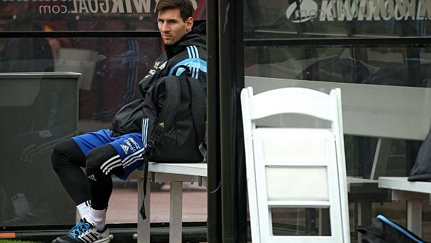Martino: A Messi le duele mucho el pie