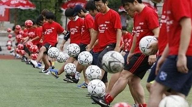 El fútbol será asignatura obligatoria en China para 200 millones de niños