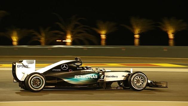 Pole star Hamilton shines in Bahrain night