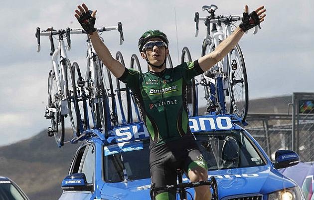 Pierre Rolland celebra su éxito en el Alto de Lubián. / RAFA GÓMEZ - Ciclismo a Fondo