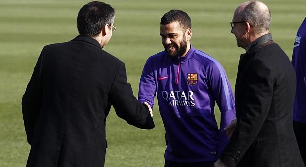 Bartomeu intenta convencer a Alves