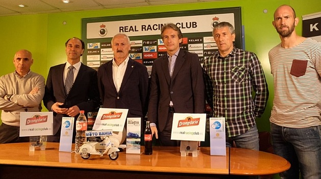 Manuel Higuera, Ignacio Diego, Juan Antonio Tuto Sañudo, Iñigo de la Serna, Quique Setién y Gonzalo Colsa, de izquierda a derecha, en la rueda de prensa en El Sardinero / Real Racing Club