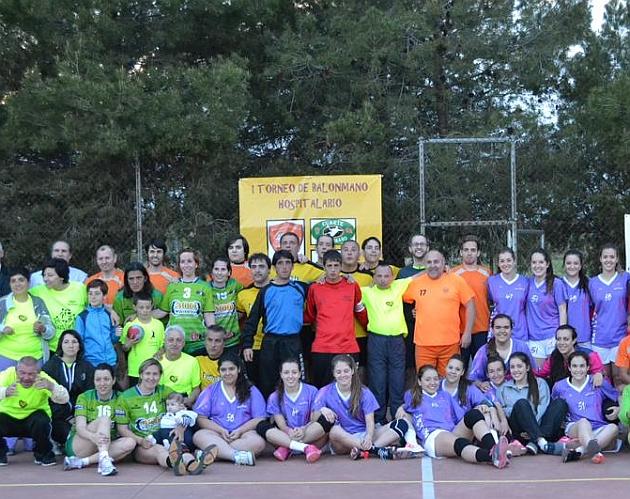 Participantes en el I Torneo de Balonmano Hospitalario de Zaragoza. Fotos: @estigma0saludmental