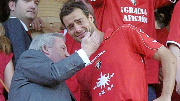Pachi Izco acaricia a Cruchaga en una imagen de 2009 / Marca