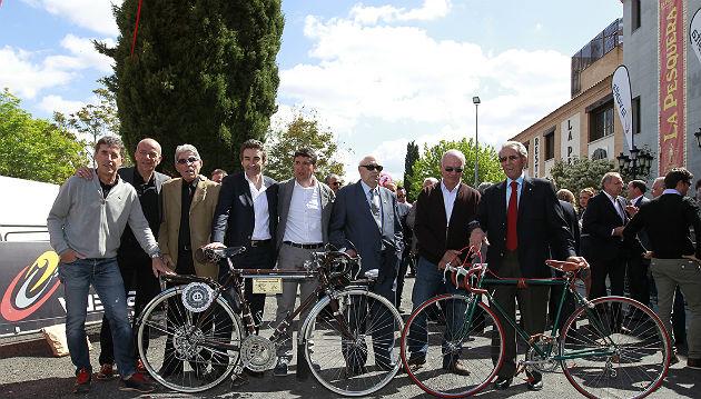 De izqda. a dcha: Delgado, Iglesias, Soelr, Escartín, Sastre, B. Ruiz, Perurena y Bahamontes.