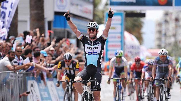 Cavendish suma su tercera etapa y Durasek sigue líder
