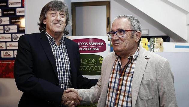 Enrique Martín, con Luis Sabalza durante su presentación / Jesús Caso (Marca)