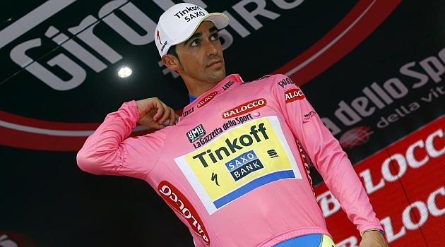 Contador hoy sí pudo ponerse la 'maglia'. AFP