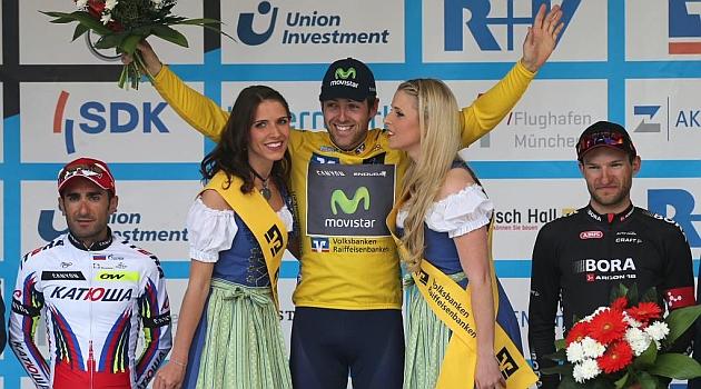 Dowsett en el podio como vencedor de la carrera. FOTO: Bayern-Rundfahrt
