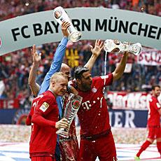 El Stuttgart y el Hamburgo se salvan del descenso