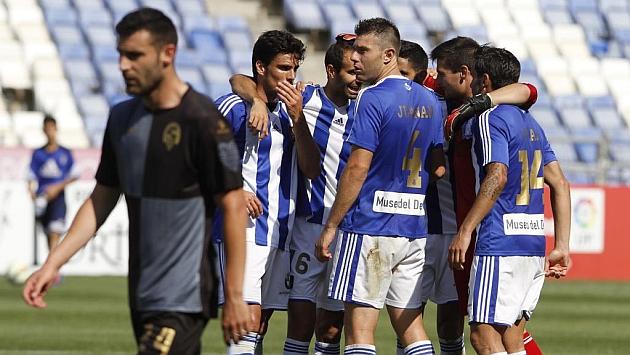 Los jugadores del Valladolid celebran un gol al Sabadell / Julián Pérez (Marca)