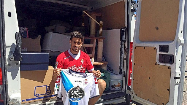 Roberto Canella posa para MARCA al iniciar la mudanza en La Coruña