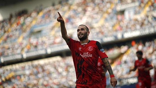 Aleix Vidal celebra su gol al Málaga en La Rosaleda. RTRPIX