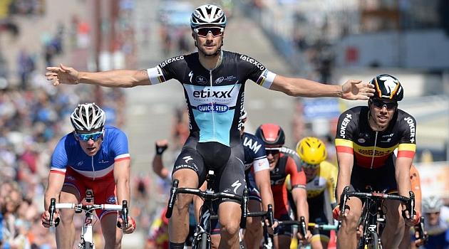 Tom Boonen alzó los brazos justo un año después. AFP