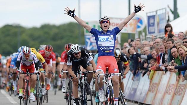 Démare vuelve a vencer a Boonen y suma su segunda victoria