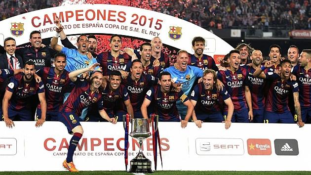 Los jugadores del Barcelona celebran su victoria en la Copa del Rey / Foto: AFP