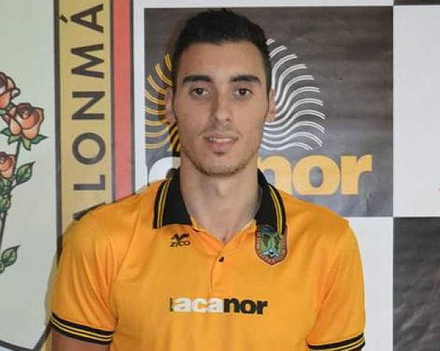 Paulo Dacosta, con la camiseta del Acanor Atlético Novás. Foto: Facebook del jugador