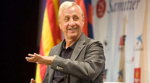 Cruyff: A uno que pita el himno le falta un tornillo