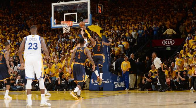 Tapón ganador de Irving a Curry... que al final no lo fue