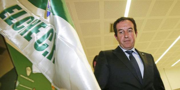 Jua Anguix, presidente del Elche, tras dar una rueda de prensa. FOTO: MANUEL LORENZO