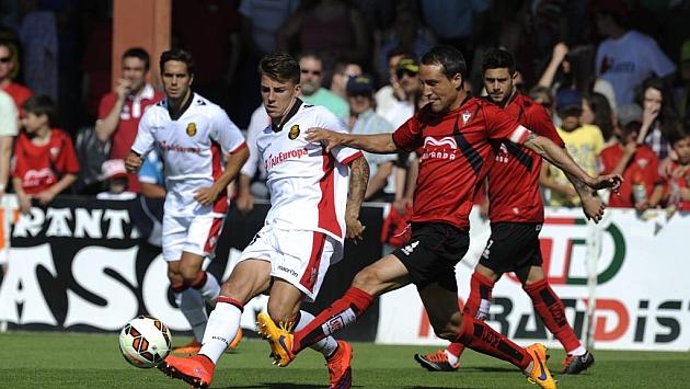 Caneda, ante el Mallorca, en el que ha sido su último partido de rojillo / Lino González (Marca)