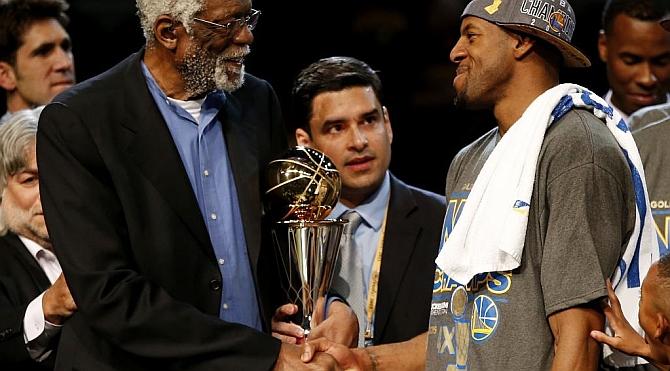 Iguodala birla el MVP de las Finales NBA a Curry, que recibió 0 votos, y LeBron