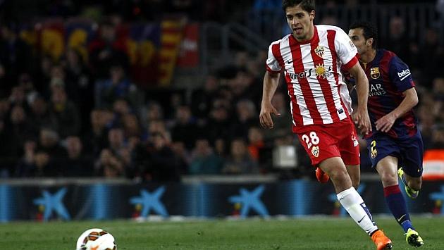 Antonio Marín en un partido con el Almería en el Camp Nou
