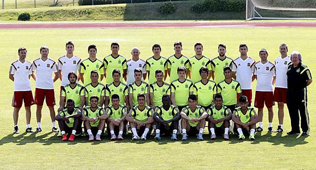 La Selección sub19 posa para MARCA antes del entrenamiento.