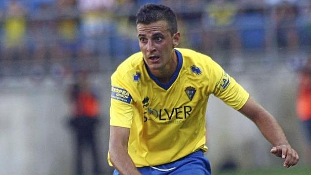 Juan Villar en un partido con el Cádiz