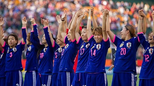 Jugadoras de Japón celebrando el pase a la final