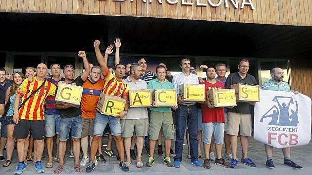 Los integrantes de 'Seguiment FCB', el día de la entrega de firmas.
