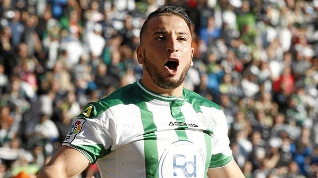 Ghilas celebra un gol con el Córdoba la temporada pasada.