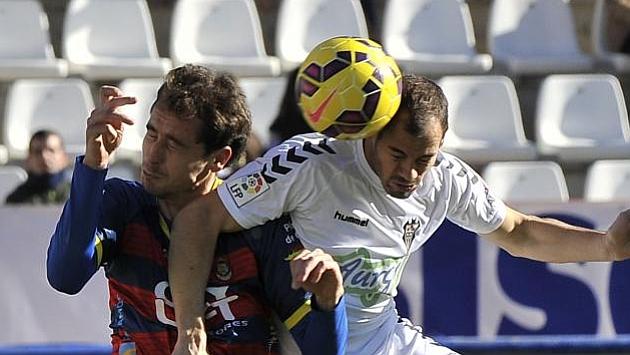 Vallhonesta (izquierda), en un partido con el Llagostera