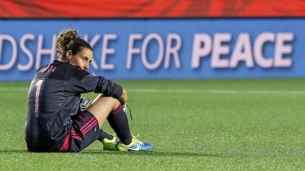 Ainhoa Tirapu desconsolada tras la eliminación del Mundial de Canadá.