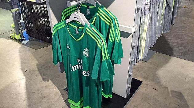 Las camisetas de los porteros se presentan en la tienda sin nombre y de  frente. f0aa319e08fe6