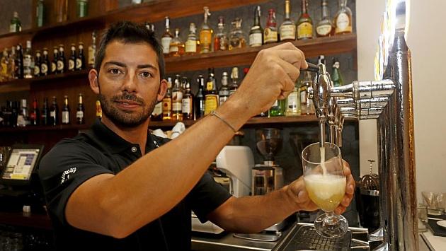 Pablo Larrazábal en el restaurante que regenta en Barcelona
