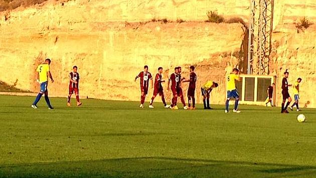 Los jugadores del Córdoba celebran el gol de Arturo