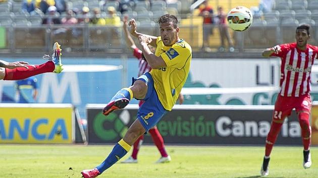 Ortuño dispara a puerta en el partido ante el Girona